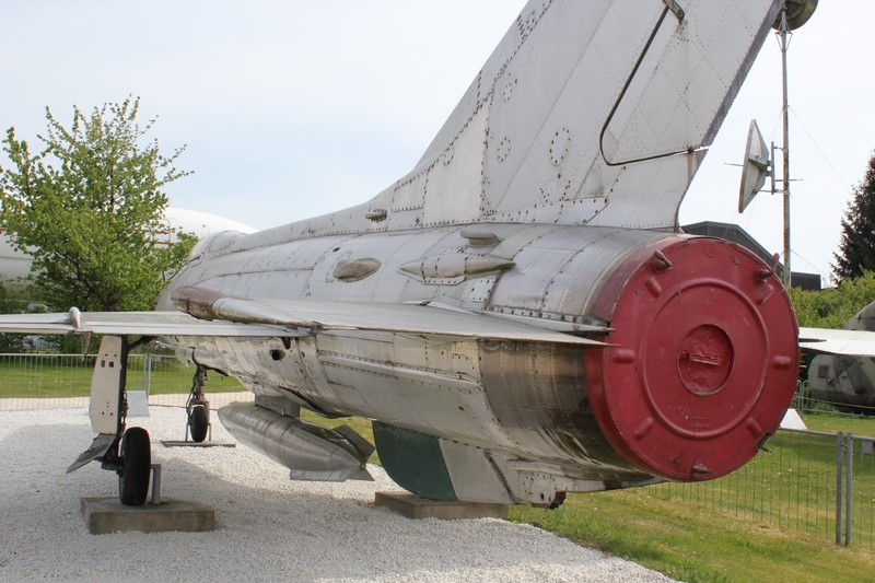 mig 21 f13  1/48 trumpeter 291_co10