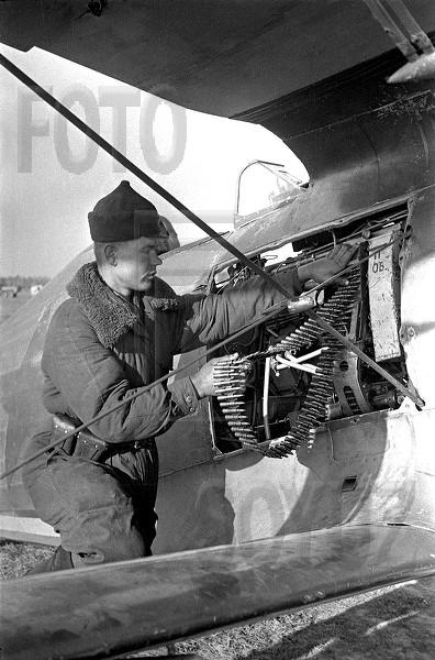 Polikarpov I-153.... & KFZ-2 - Page 2 600x6011