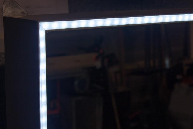 Cadre à led pour miroir de sbd Img_4322