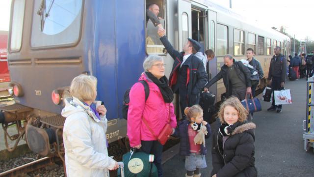 Lannion-Plouaret. Le train de retour, sur des rails neufs  Le-tra10