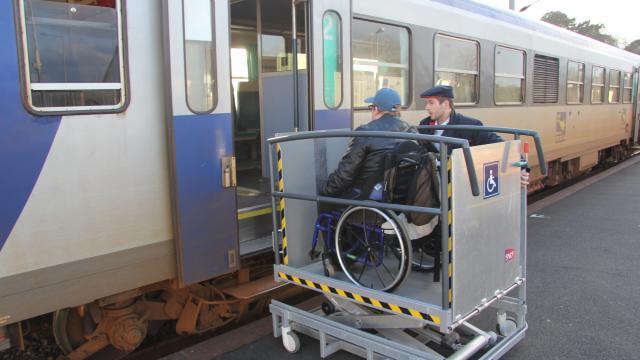 Lannion-Plouaret. Le train de retour, sur des rails neufs  Le-tra11