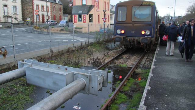 Lannion-Plouaret. Le train de retour, sur des rails neufs  Le-tra13