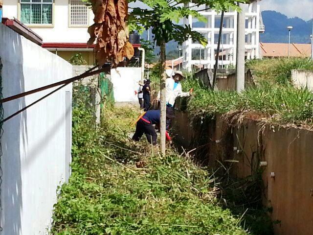 Gotong-royong membersihkan kawasan KRT Tmn Tropicana -28feb2015 Photo_35