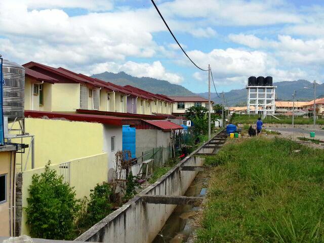Gotong-royong membersihkan kawasan KRT Tmn Tropicana -28feb2015 Photo_42