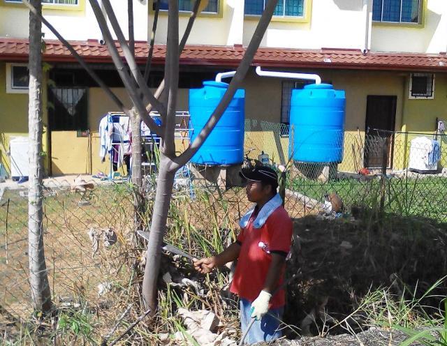 Gotong-royong membersihkan kawasan KRT Tmn Tropicana -28feb2015 Photo_44