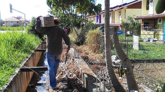 Gotong-royong membersihkan kawasan KRT Tmn Tropicana -28feb2015 Photo_46