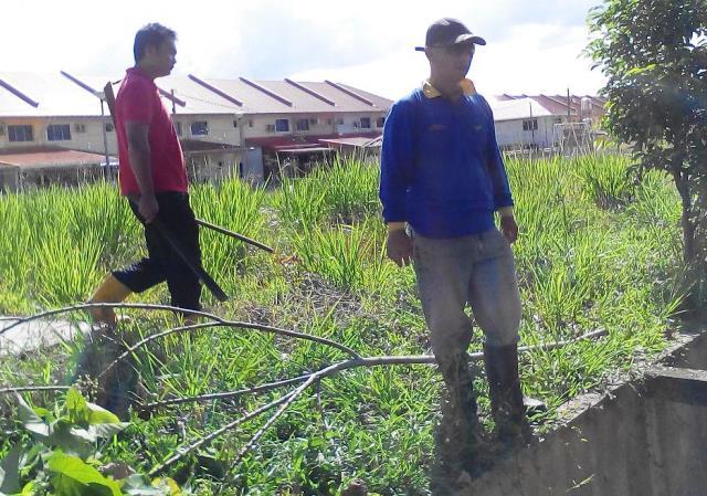 Gotong-royong membersihkan kawasan KRT Tmn Tropicana -28feb2015 Photo_49