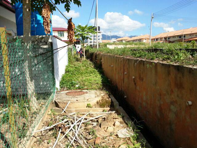 Gotong-royong membersihkan kawasan KRT Tmn Tropicana -28feb2015 Photo_55