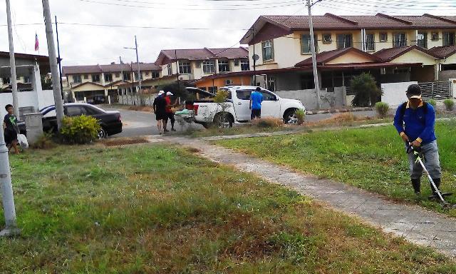 Gotong-royong membersihkan kawasan KRT Tmn Tropicana -28feb2015 - Page 2 Photo_58