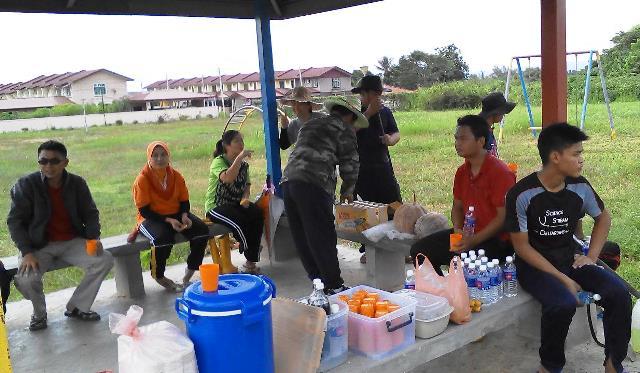 Gotong-royong membersihkan kawasan KRT Tmn Tropicana -28feb2015 - Page 2 Photo_64