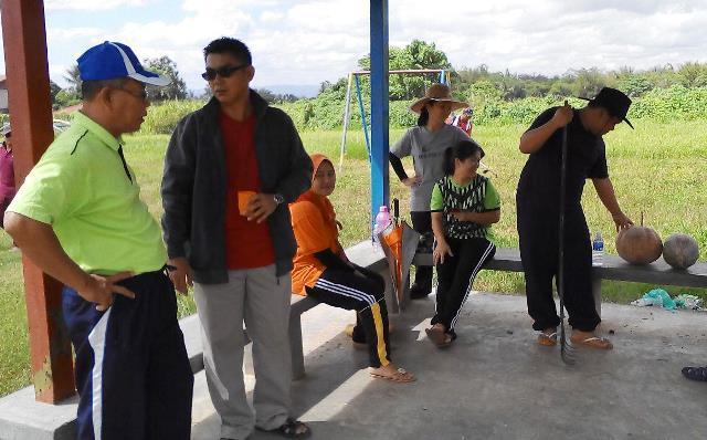 Gotong-royong membersihkan kawasan KRT Tmn Tropicana -28feb2015 - Page 2 Photo_65