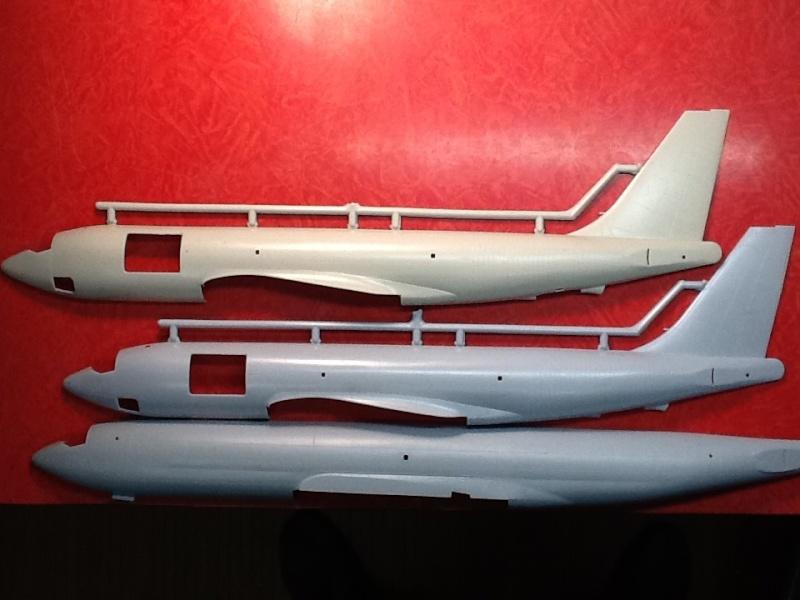 Comparatif et différence entre les BOEING KC 135 et AWACS 1/72 Compar10