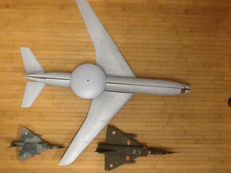 Comparatif et différence entre les BOEING KC 135 et AWACS 1/72 Compar30
