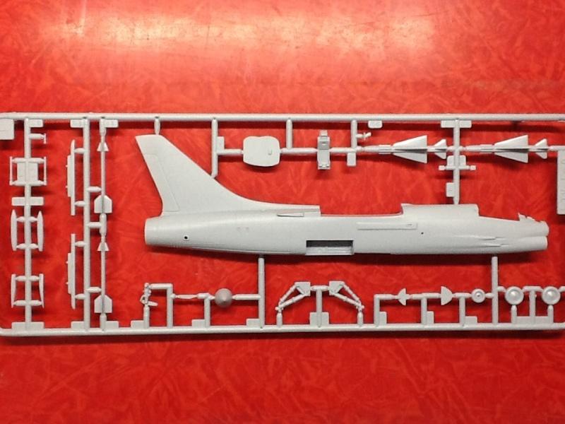 CRUSADER - LING TEMCO VOUGHT F-8P  CRUSADER 1/72ème Réf 80326 Helle171