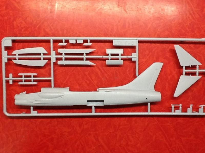 CRUSADER - LING TEMCO VOUGHT F-8P  CRUSADER 1/72ème Réf 80326 Helle172