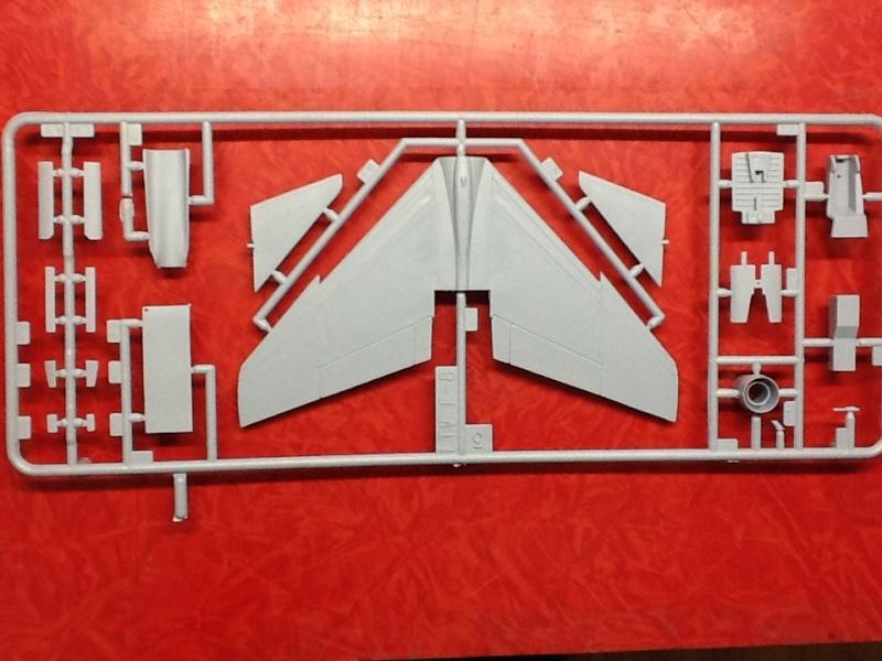 CRUSADER - LING TEMCO VOUGHT F-8P  CRUSADER 1/72ème Réf 80326 Helle173