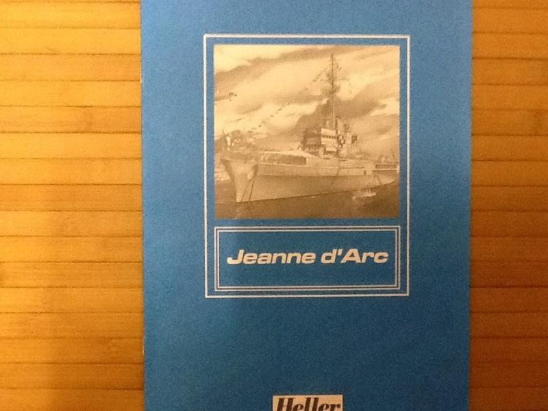 Porte-hélicoptères La JEANNE D ARC 1/400ème Ref Helle448