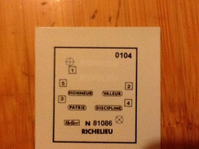 Cuirassé  RICHELIEU 1/400ème Ref Helle812