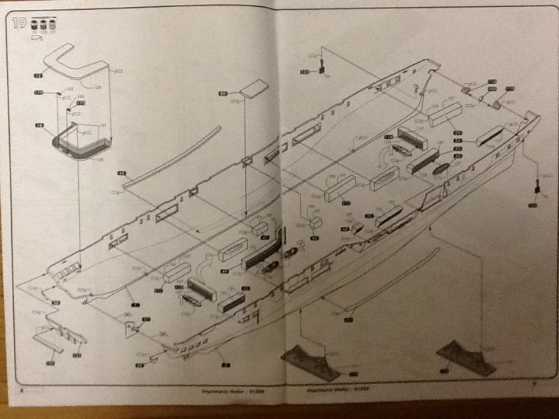 Porte avions ARROMANCHES 1/400ème Ref 81090 Heller52