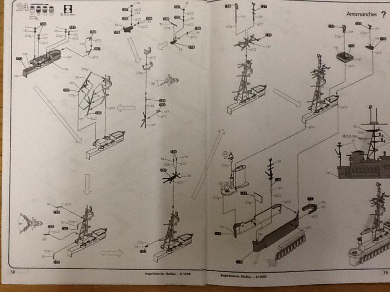 Porte avions ARROMANCHES 1/400ème Ref 81090 Heller57