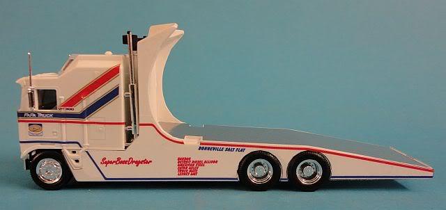 "Kenworth W900 ""Mopar Performance Race Car Hauler"" (Revell) [STANDBY] - Page 4 Papatr10"
