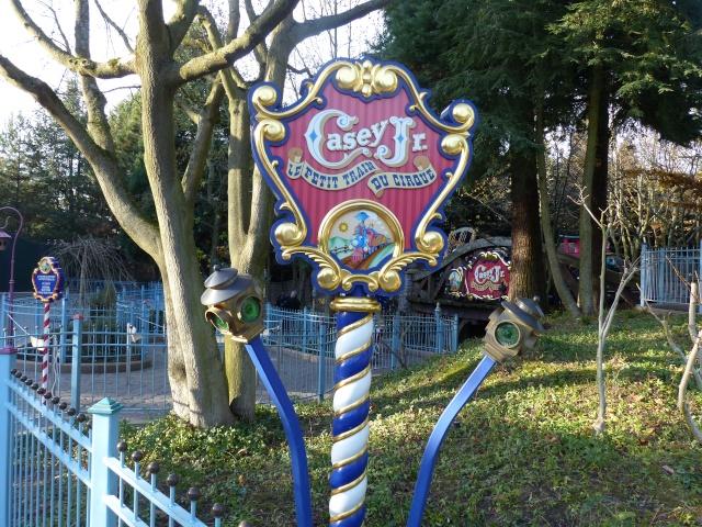 Un premier séjour magique pour le noël 2014 à Disney - Page 6 Casey_17