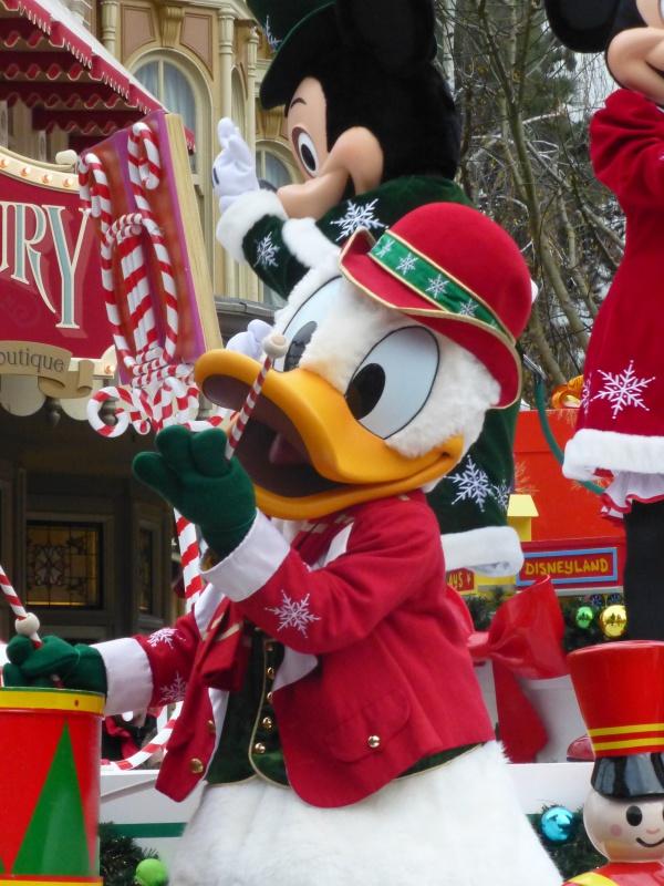 Un premier séjour magique pour le noël 2014 à Disney - Page 7 La_cav25