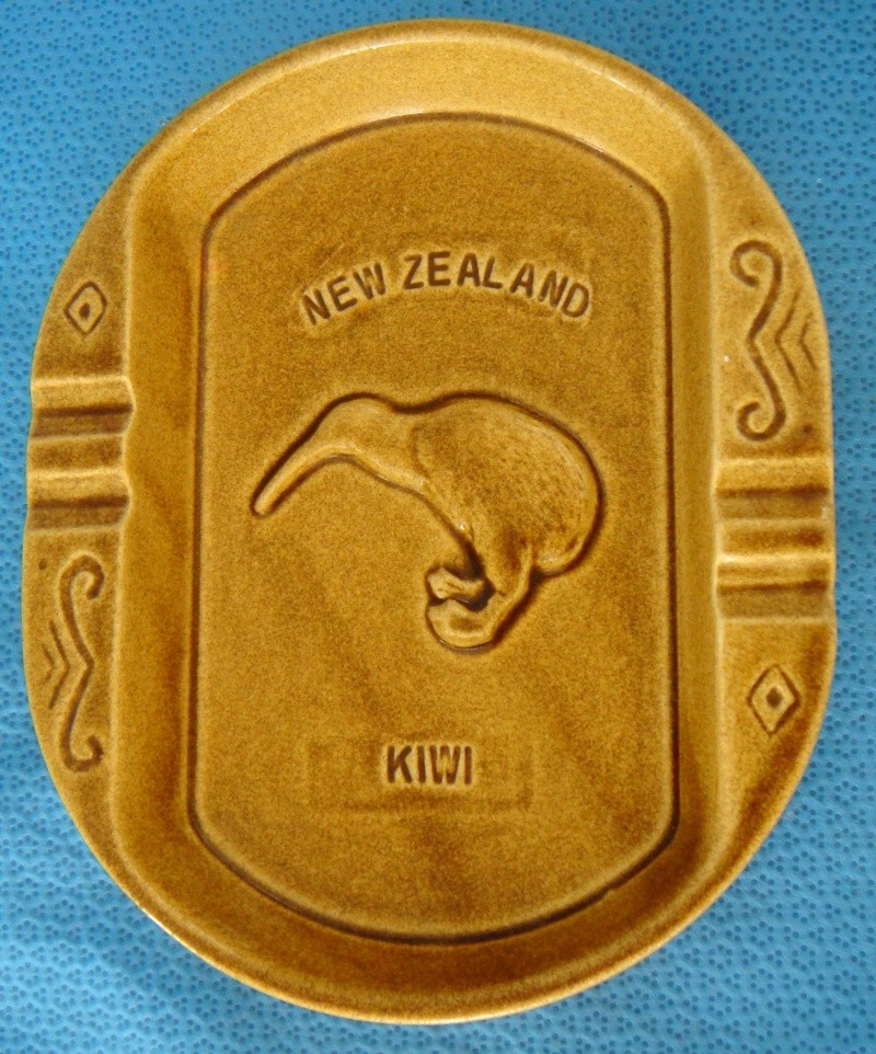 Putaruru Hand Ceramics Kiwi Ashtray Dsc04914