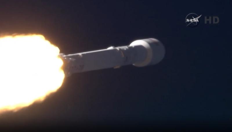 Lancement Falcon-9 / DSCOVR - 11.02.2015 - Page 10 2015-010