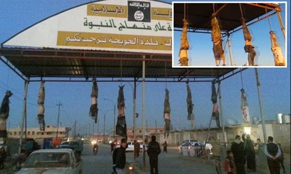 Welcome to Hell:ISIS hang bodies at town entrance Hell10