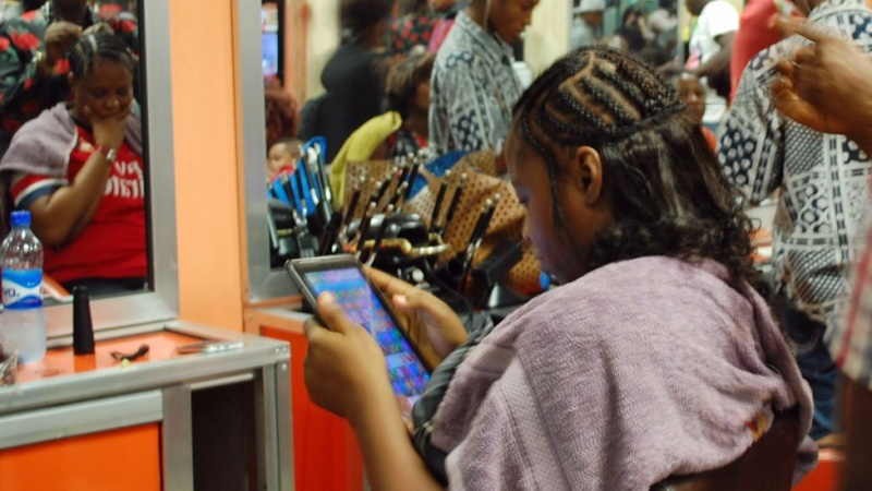 In pictures: Nigerian banker turned hairstylist spins money N410
