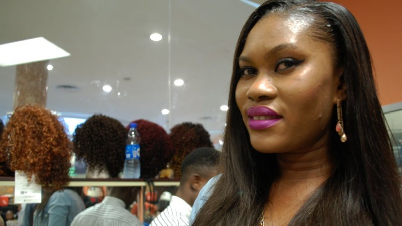 In pictures: Nigerian banker turned hairstylist spins money N910