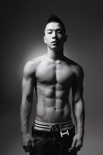 Taeyang répond à un sondage de 100 questions sur Cyworld Tae_ya10