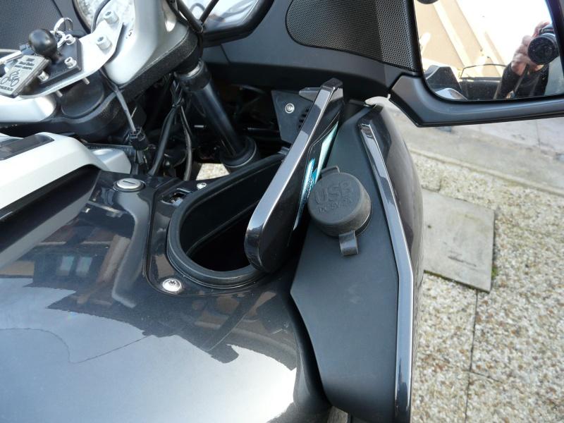 Montage prise USB sur R1200RT  P1100616
