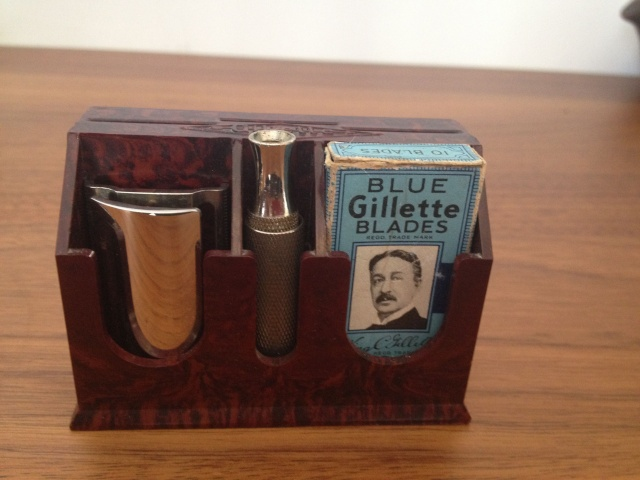 Gillette Tech - British set N°26, présentoir bakelite Gillet18