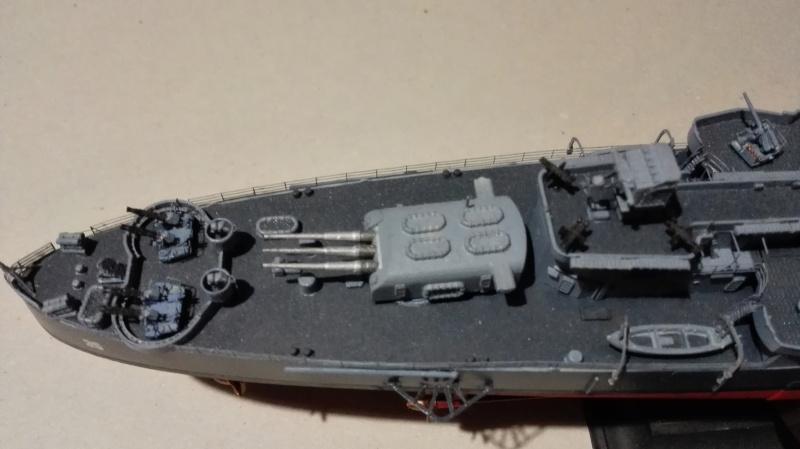 Heavy Cruiser USS Indianapolis CA-35 1/350 Académie ref. 14107  Img_2029
