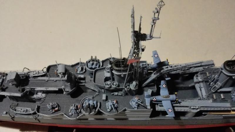 Heavy Cruiser USS Indianapolis CA-35 1/350 Académie ref. 14107  Img_2030