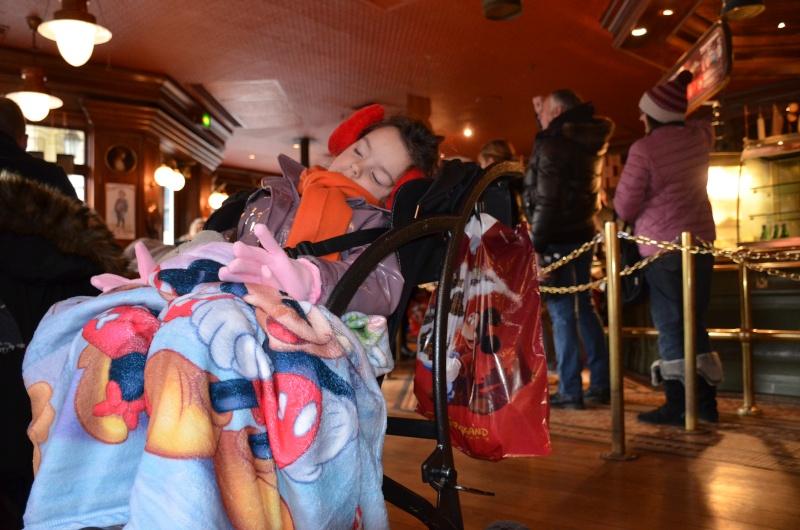 Disneyland entre filles (mère, filles et petite-fille)  Dsc_0211