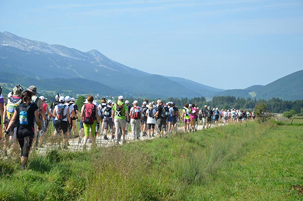 EuroNordicWalk : record du monde du plus grand rassemblement de marche nordique. A2ftlt10