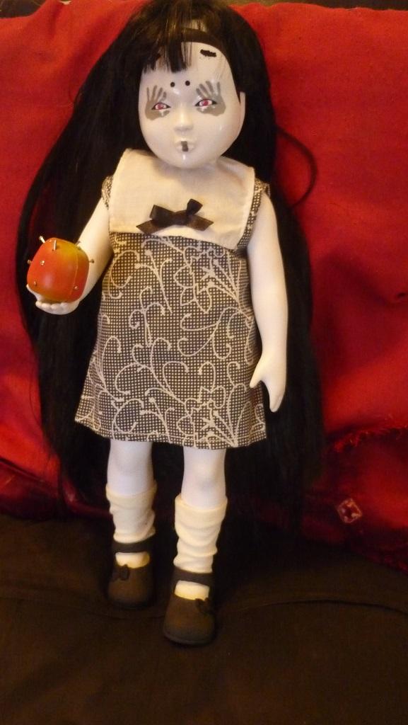 ma living dead dolls et sa copine little apple dolls P1150414