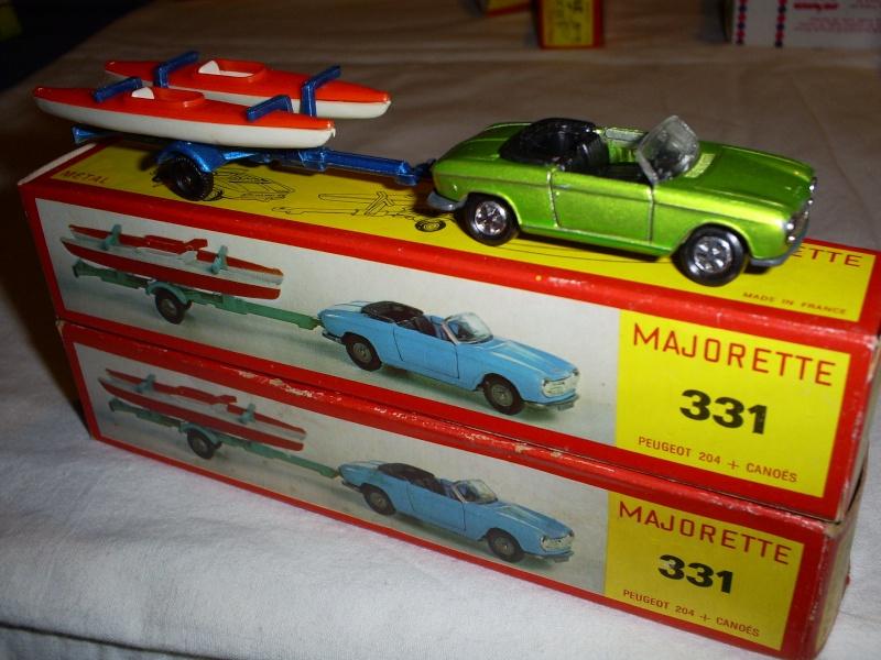 N°331 Peugeot 204 + Canoes S5033405