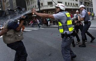 Protestos violentos