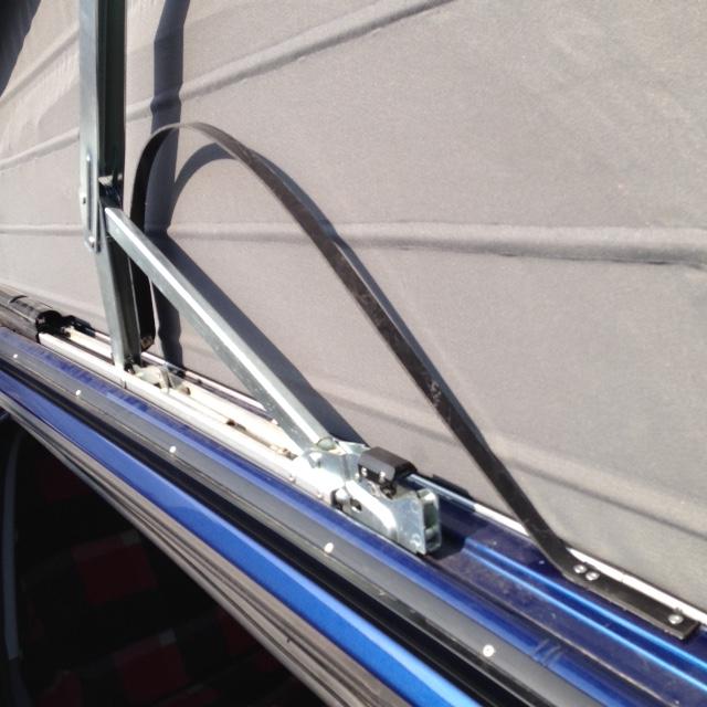 Lamelle de guidage toit ouvrant cassé nette ; référence des nouvelles pièces et le prix ! Guide_11