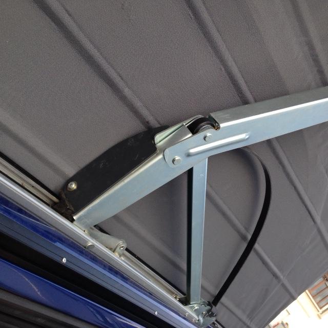 Lamelle de guidage toit ouvrant cassé nette ; référence des nouvelles pièces et le prix ! Guide_13