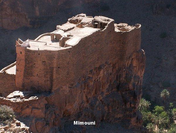 Amazigh - La technique des constructions de greniers imprenables berberes Amazigh Grenie10