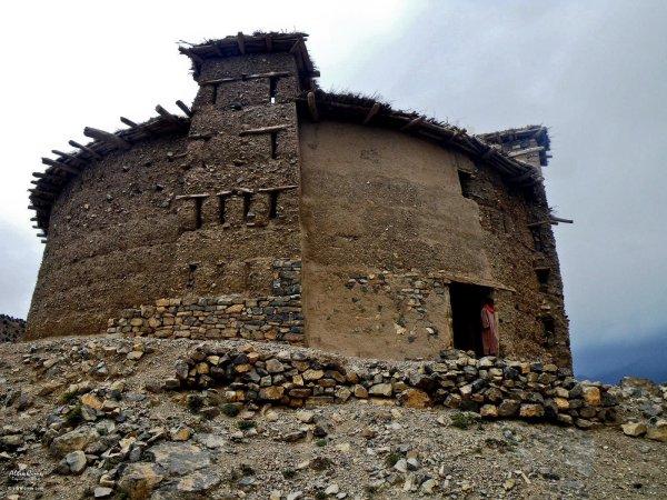 Amazigh - La technique des constructions de greniers imprenables berberes Amazigh Grenie12