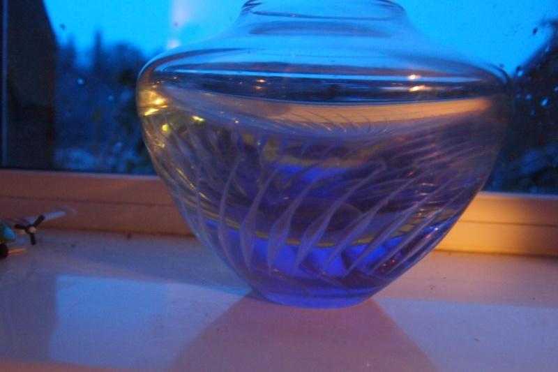 Anyone recognise signature, small heavy Neodymium bowl. P1141620
