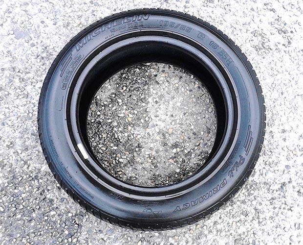[VENDU] Un pneu, Michelin XSE 195 / 55 R15, 20% d'usure. 30€.  Michel12