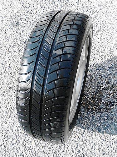[VENDU] Roue complète, avec un pneu, Michelin X 185 / 55 R15 30€ Roue-p10