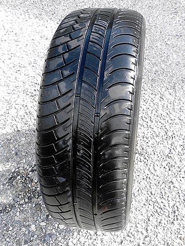 [VENDU] Roue complète, avec un pneu, Michelin X 185 / 55 R15 30€ Roue-p12
